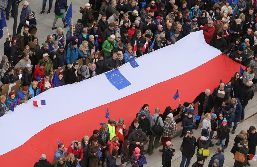 Polska flaga na Marszu dla Europy