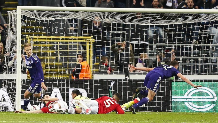 Leander Dendoncker strzela gola dla Anderlechtu