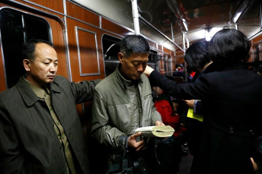 Północni Koreańczycy w metrze