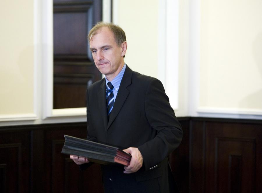 Zadłużone MON chce wydać ponad pół miliona złotych na świąteczne kartki