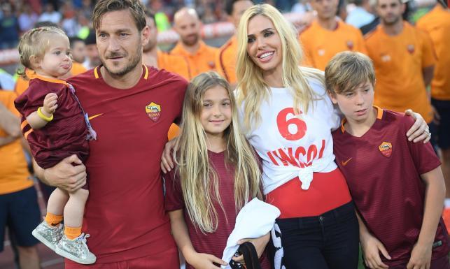 Liga włoska: Morze łez na stadionie w Rzymie. Tak żegnano Francesco Tottiego [FOTO]