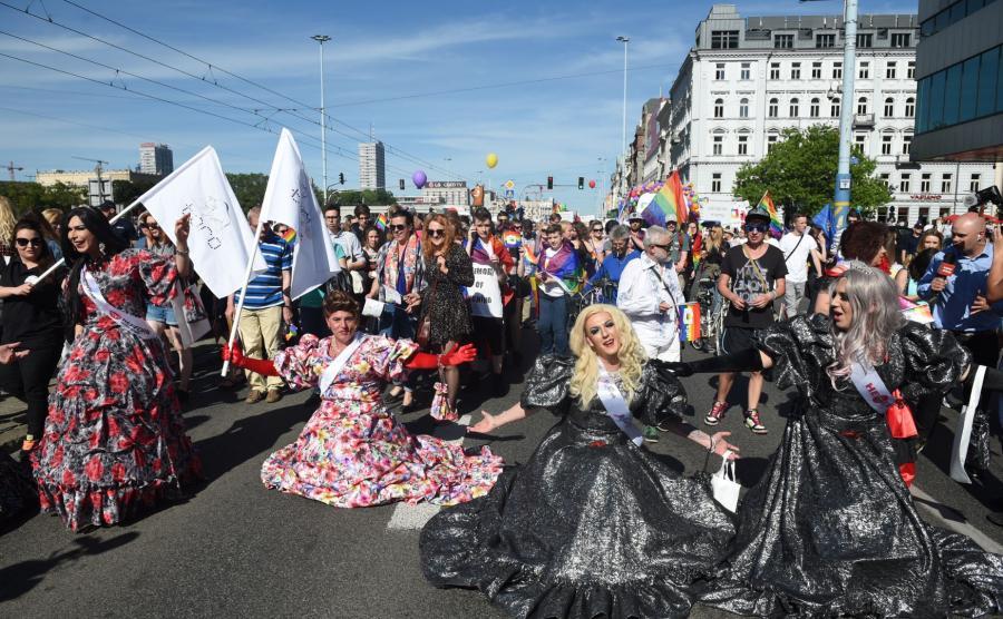 Uczestnicy parady równości w Warszawie