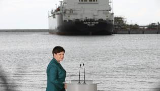 Beata Szydło w gazoporcie w Świnoujściu