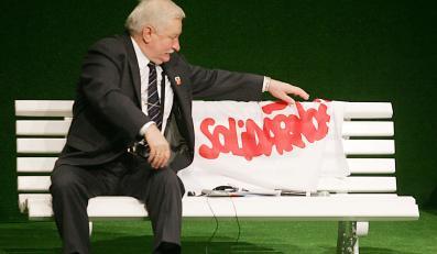 Polacy wciąż kochają Wałęsę