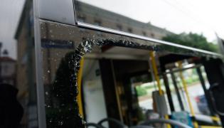Ostrzelany autobus z Poznania