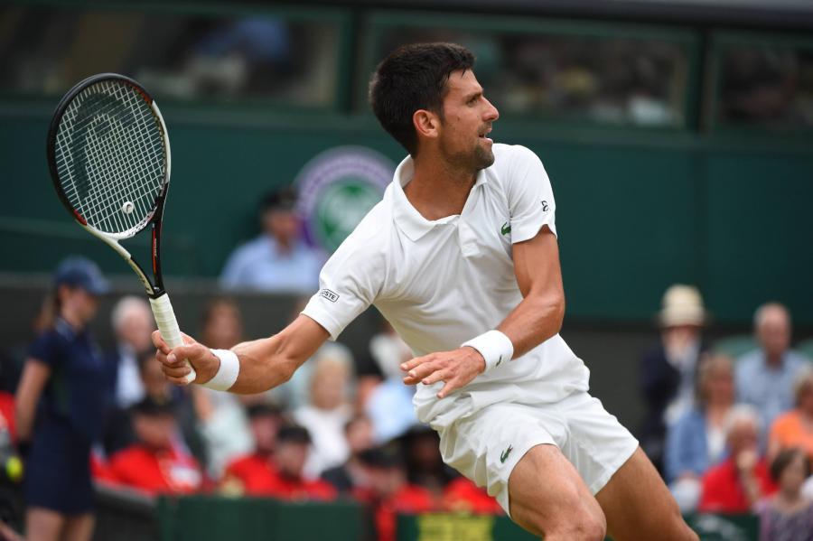 Novak Djokovic na kortach Wimbledonu w 2017 r.
