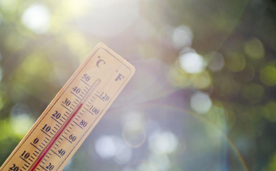 Upał, słońce, termometr