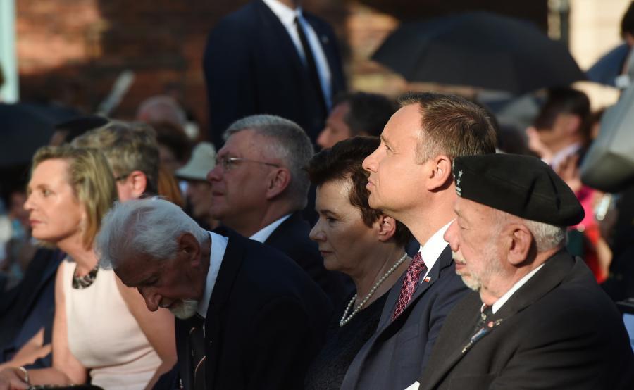 Polowa msza święta na pl. Krasińskich w Warszawie. Na zdjęciu 2. od prawej Andrzej Duda, obok niego Hanna Gronkiewicz-Waltz