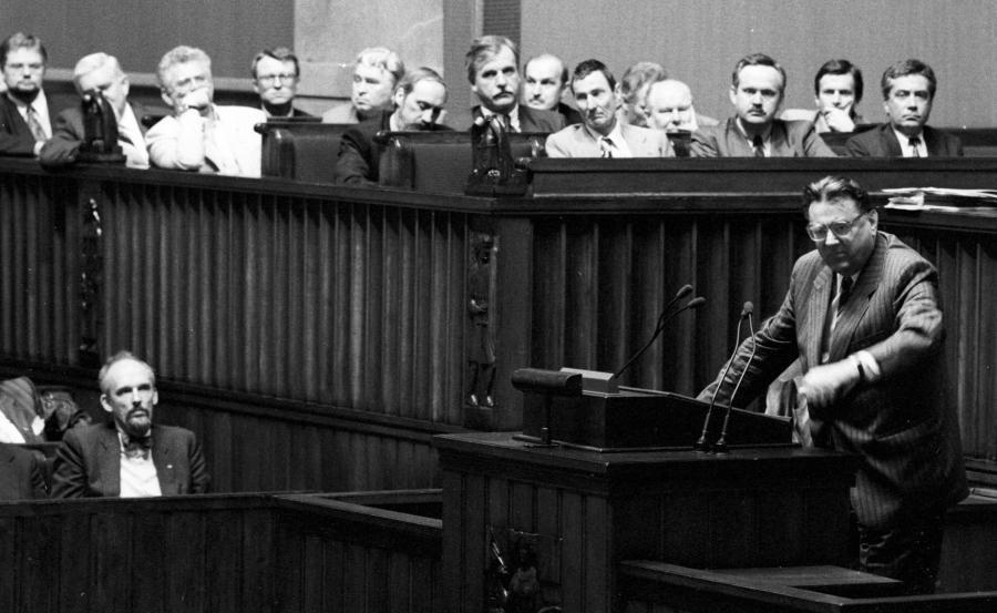 Rząd Jana Olszewskiego został odwołany w czasie tzw. nocnej zmiany