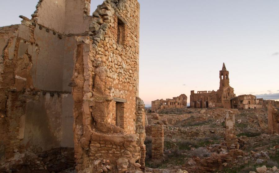 Ruiny hiszpańskiej wioski zniszczonej w czasie wojny