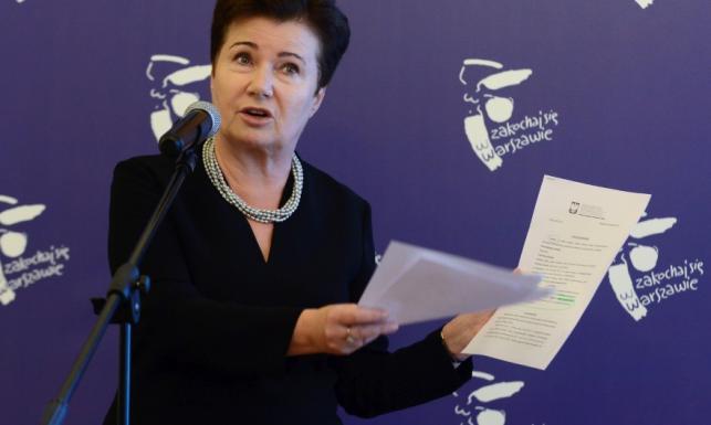 Długo było dobrze, a teraz TO. Prezydent Warszawy w żałobnej stylizacji na konferencji prasowej. FOTO