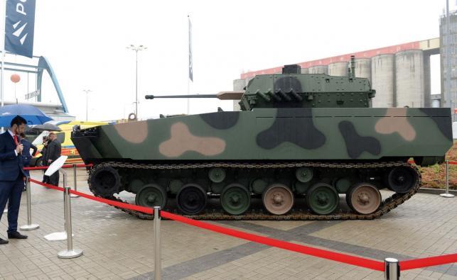 Nowy bojowy pływający wóz piechoty Borsuk zaprezentowany podczas XXV Międzynarodowego Salonu Przemysłu Obronnego