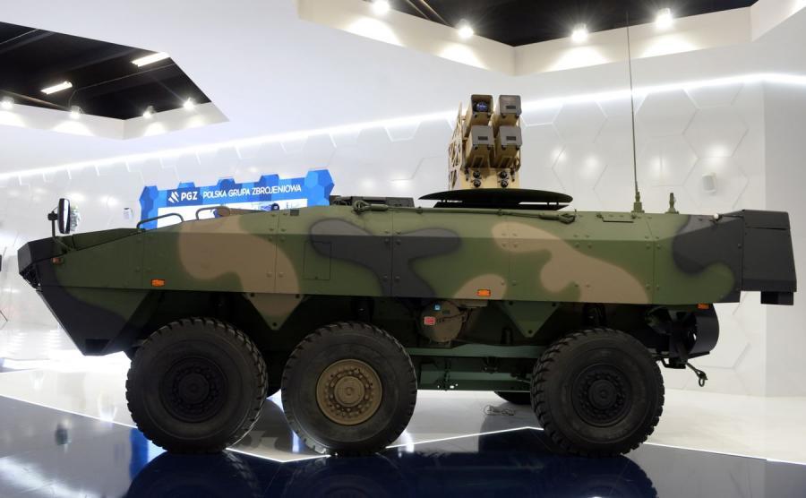 Kołowy transporter opancerzony niszczyciel czołgów 6x6 zaprezentowany podczas XXV Międzynarodowego Salonu Przemysłu Obronnego