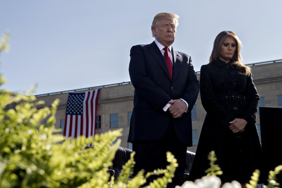 Donald Trump z żoną Melanią podczas obchodów upamiętniających ofiary ataków terrorystycznych z 11 września 2001 roku