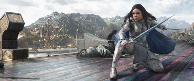 """Tessa Thompson w filmie """"Thor: Ragnarok"""". Polska premiera 25 października 2017 roku"""