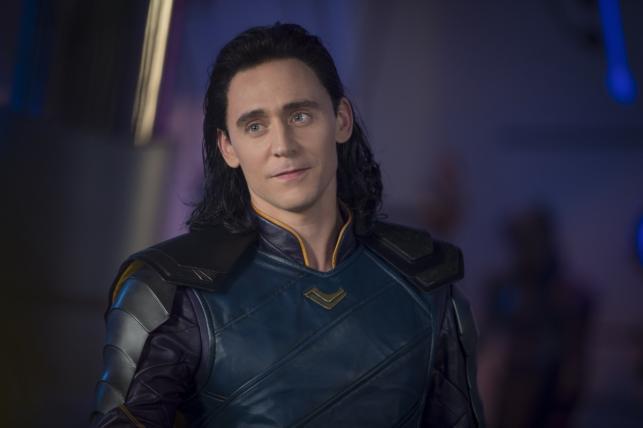 """Tom Hiddeslton w filmie """"Thor: Ragnarok"""". Polska premiera 25 października 2017 roku"""