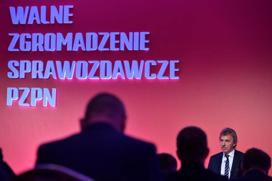 Prezes PZPN Zbigniew Boniek (P) podczas Walnego Zgromadzenia Sprawozdawczego PZPN