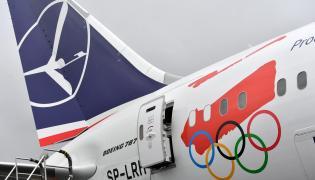 Samolot pasażerski PLL LOT - Boening 787 Dreamliner w specjalnym olimpijskim malowaniu