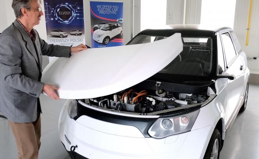 ELV001 - ładowanie baterii do pełna trwa 6 godzin