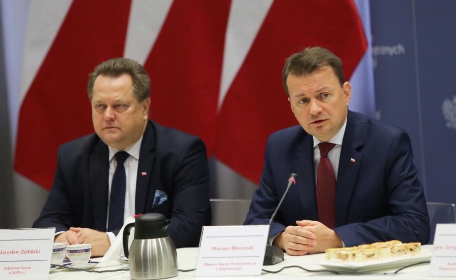 Minister spraw wewnętrznych i administracji Mariusz Błaszczak i wiceminister Jarosław Zieliński