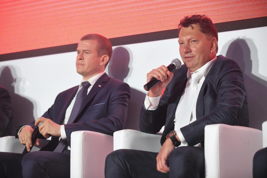 Minister sportu i turystyki Witold Bańka (L) i prezes PZKol Dariusz Banaszek (P)