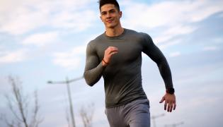 Mężczyzna biega