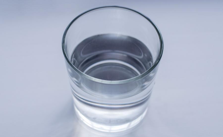 Rada 4: Nawilżaj usta sztuczną śliną i wodą