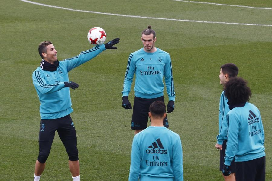 Cristiano Ronaldo (z piłką)
