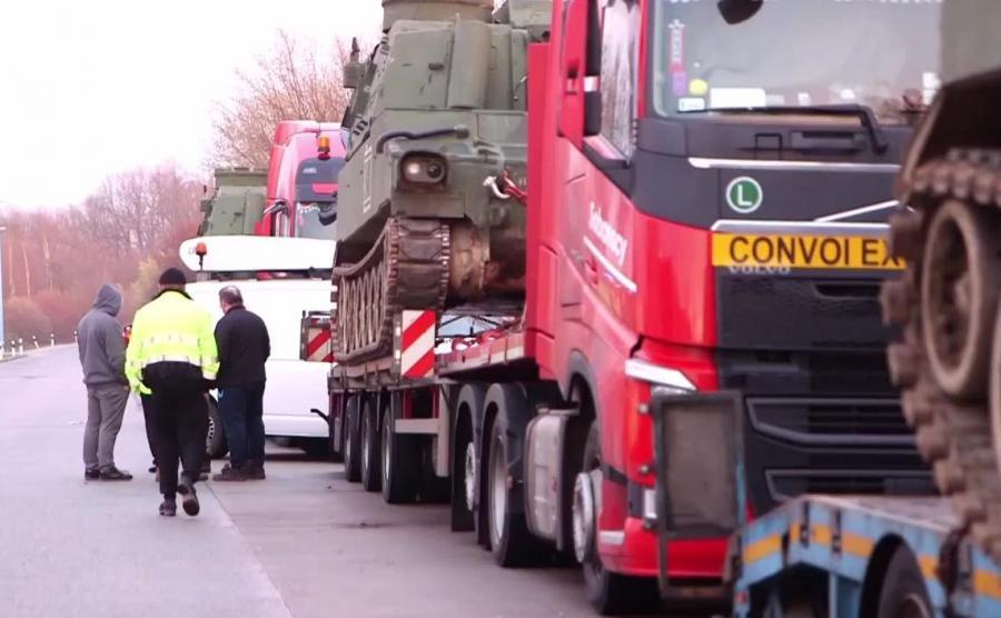 konwój przewożący amerykańskie czołgi z Polski