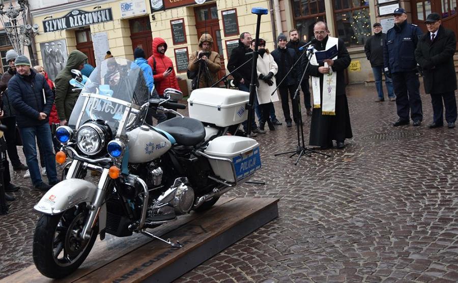 Harley-Davidson Road King sprezentowany przez miasto dla policji w Rzeszowie