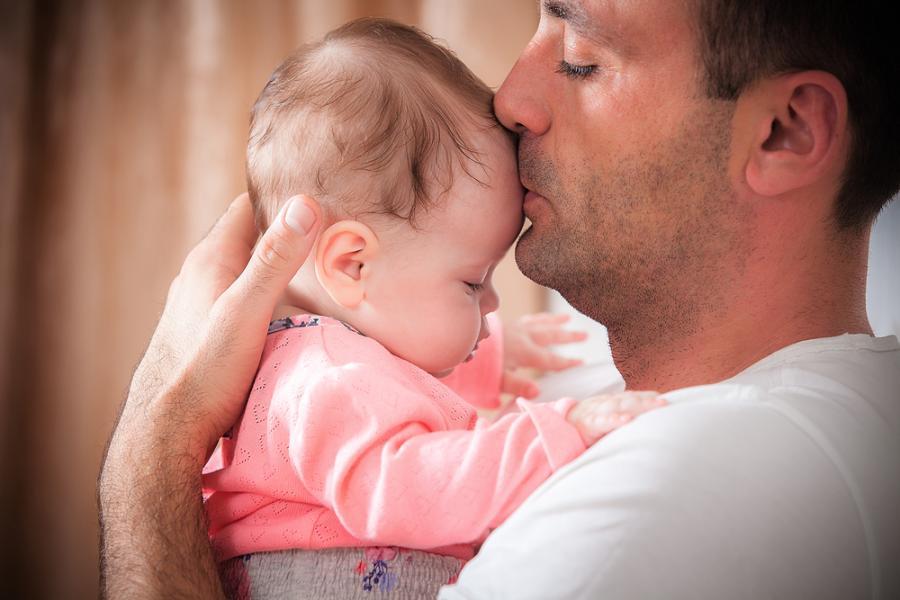 Ojciec z niemowlęciem