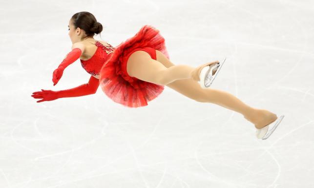 Fenomenalna 15-latka mistrzynią olimpijską w łyżwiarstwie figurowym [FOTO]