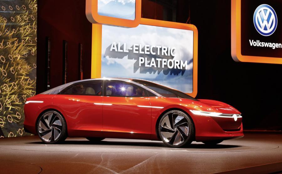 Z pomocą takich modeli jak I.D. VIZZION do roku 2025 niemiecki koncern zamierza sprzedawać rocznie przynajmniej 1 mln aut z napędem elektrycznym i stać się liderem rynku w dziedzinie e-mobilności