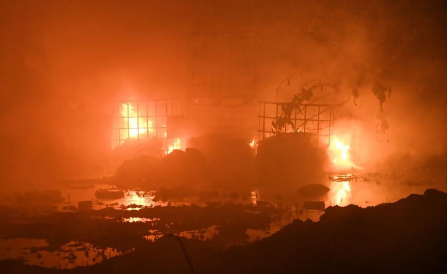 Pożar składowiska odpadów chemicznych we wsi Wszedzień k. Mogilna