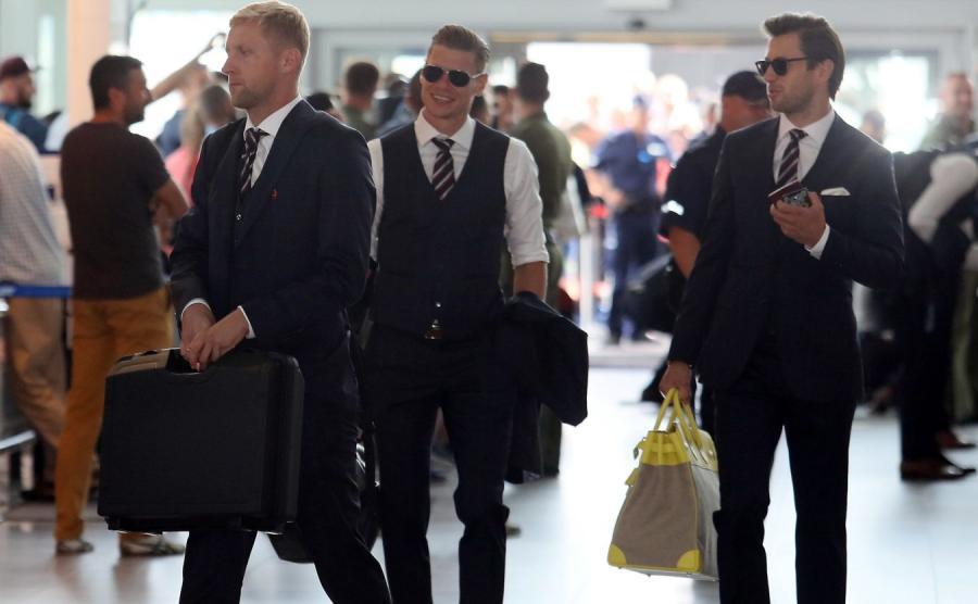 Kamil Glik, Łukasz Piszczek i Grzegorz Krychowiak tuż przed wylotem do Soczi na lotnisku Chopina w Warszawie