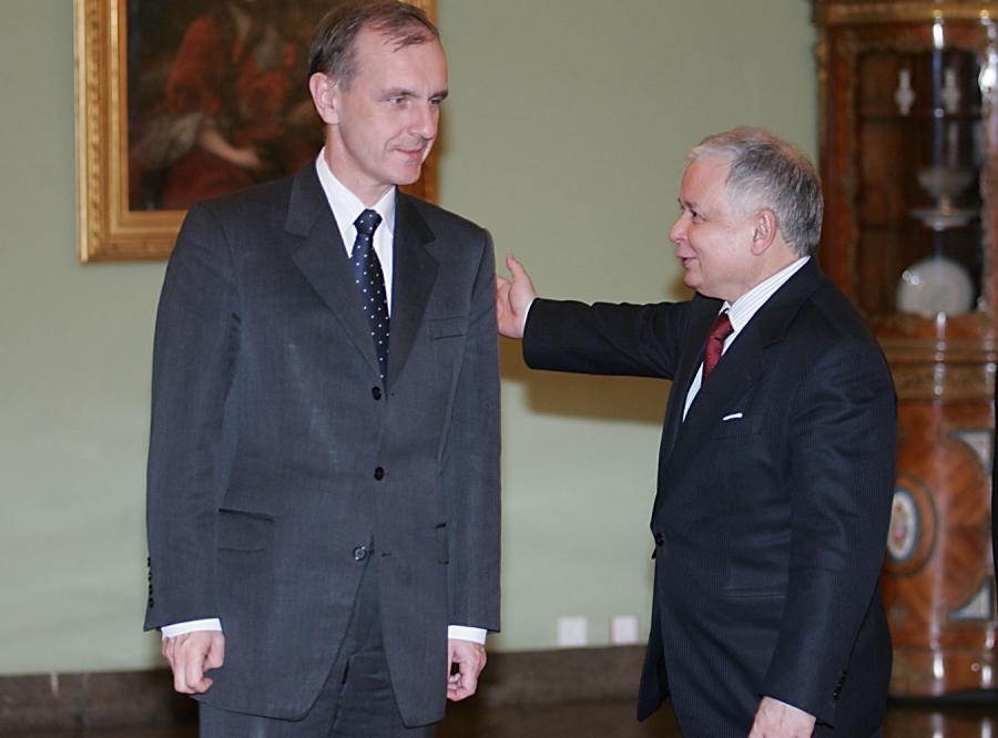 Prezydent i szef MON zakopią topór wojenny?