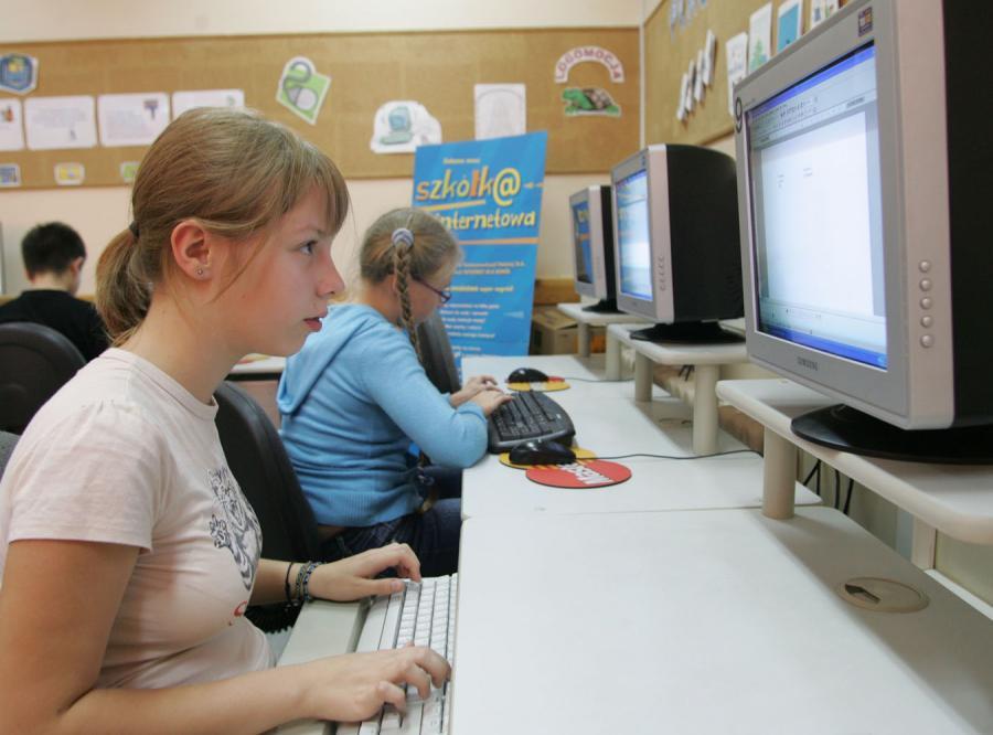 Wirusy i hakerzy opanowali internet