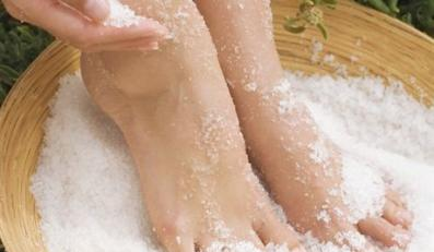 Woman's Feet in Salt Scrub Treatment --- Image by © Joerg Steffens/zefa/Corbis
