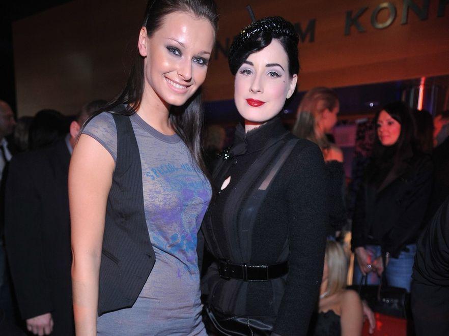 Katarzyna Borowicz, obecnie modelka prady, na zdjęciu z Ditą Von Teese