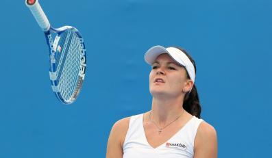 Agnieszka Radwańska rozstawiona z numerem 12. wygrała z 40-letnią Japonką Kimiko Date-Krumm 6:4, 4:6, 7:5 w pierwszej rundzie wielkoszlemowego turnieju tenisowego Australian Open (pula nagród 24 mln dol. australijskich) na twardych kortach w Melbourne Park.