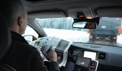 Wynalazek do twojego auta! Pojedziesz bez trzymania kierownicy