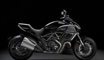Motocykl z piekła rodem zakłada diabelskie opony