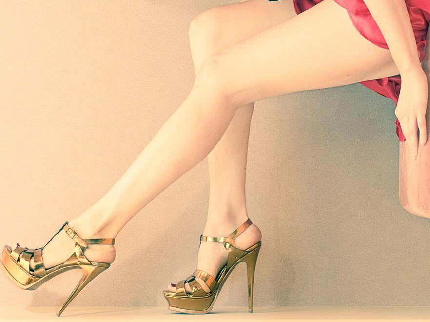 Zgodnie z obowiązującymi trendami piękne nogi muszą być dokładnie wydepilowane.