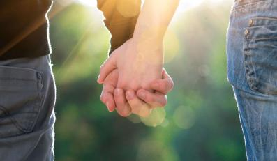 Osoby pozostające w związkach partnerskich mają określone prawa. Jakie?