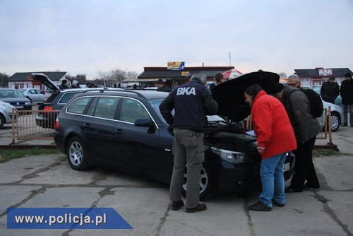 Wielki nalot Policji na handlarzy aut