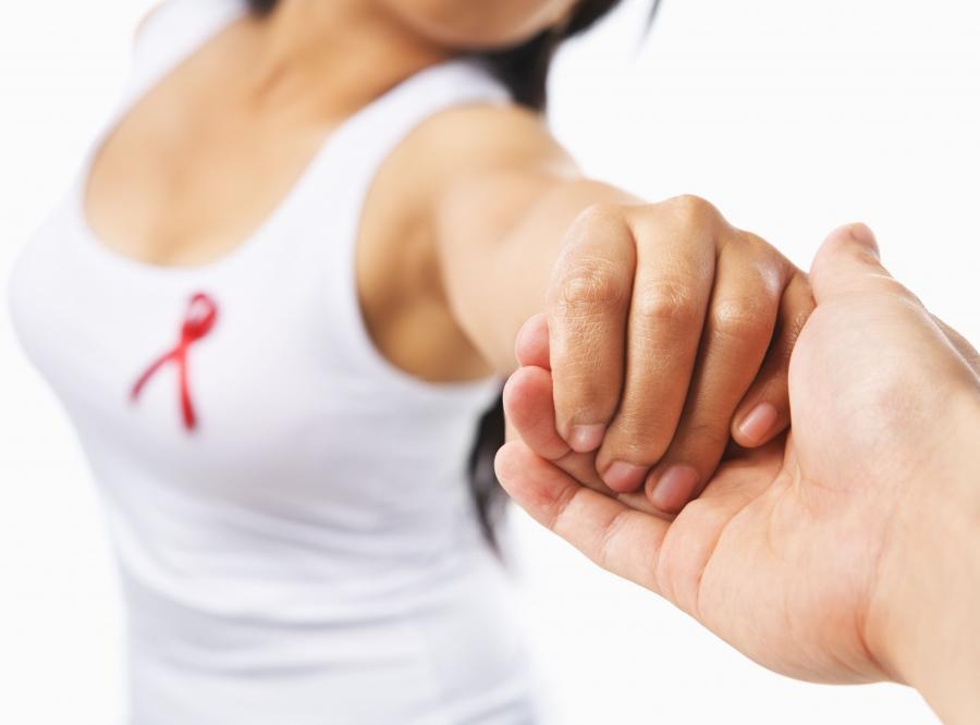 Różow wstążka - symol walki z rakiem piersi.