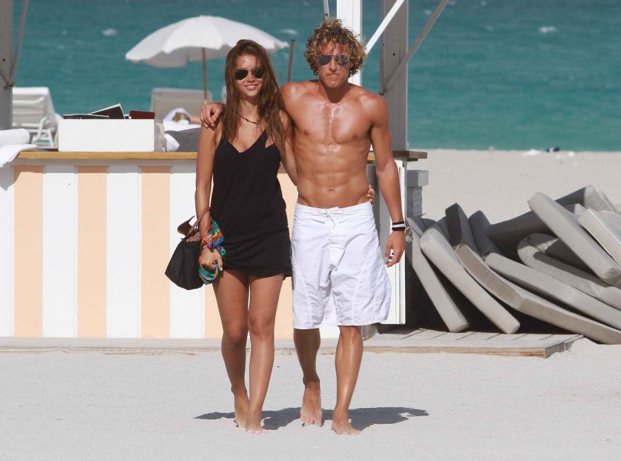 Nara Zaira i Diego Forlan na plaży w Miami
