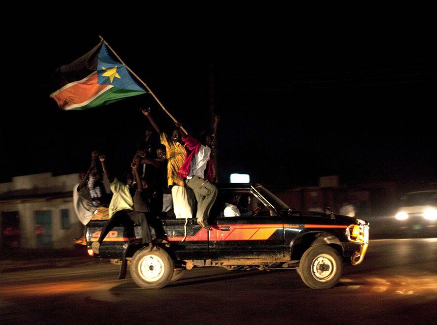 Tłumy świętowały uzyskanie niepodległości w stolicy nowego państwa, Dżubie