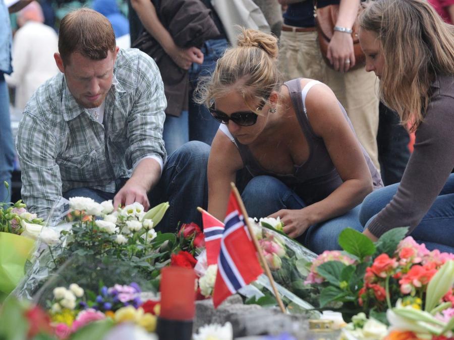 Norwedzy oddają hołd ofiarom zamachów