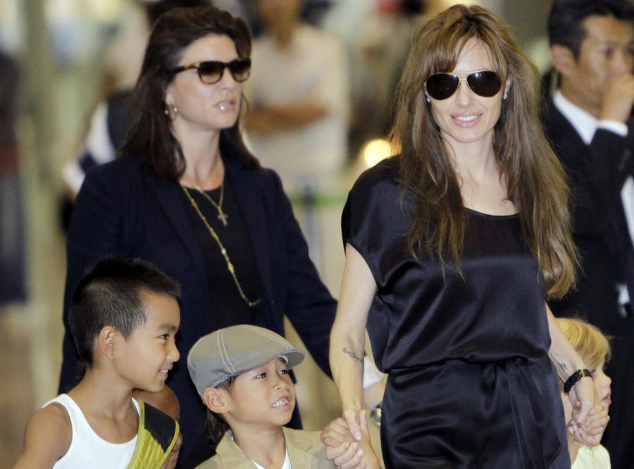 Maddox (po lewej) z mamą i rodzeństwem
